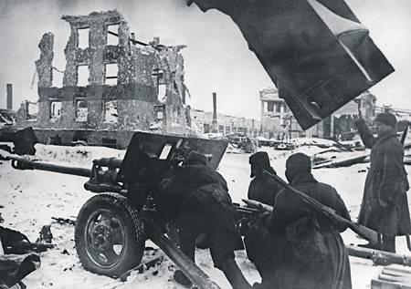 스탈린 그라드에서의 승리는 위축되고 군사 외교관의 노력