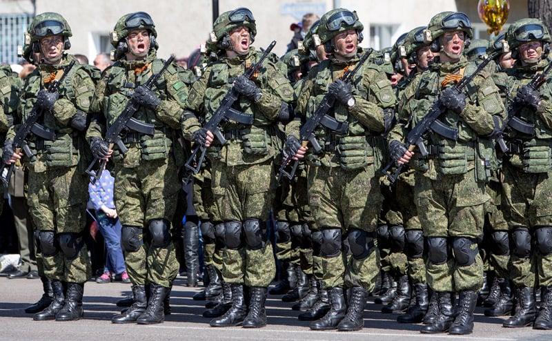 """Examen du complexe d'équipements de combat """"Warrior"""""""