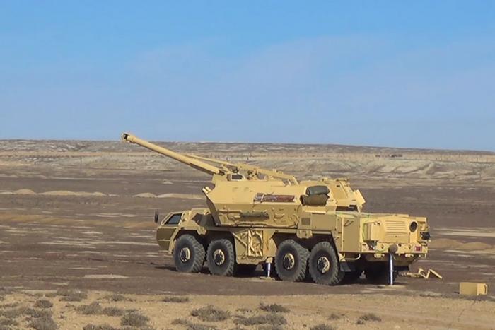 Боевые стрельбы азербайджанских САУ DANA сняли на видео
