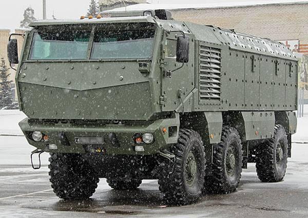 """""""Typhoon"""" a aidé les forces spéciales du district militaire de l'Est à vaincre les terroristes conditionnels"""