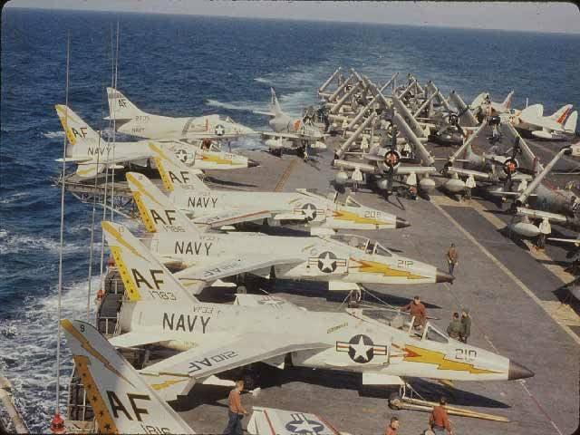 Deck F-8 Crusader, seine Vorgänger und Nachkommen (Teil von 3)