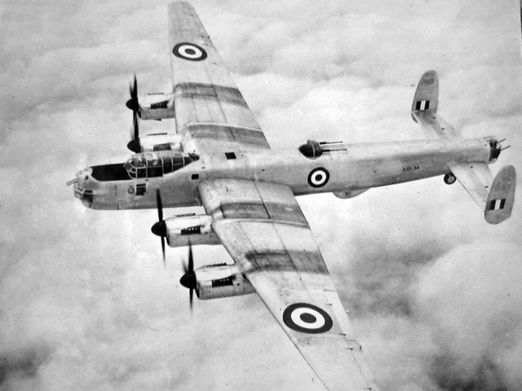 английский самолет времен второй мировой