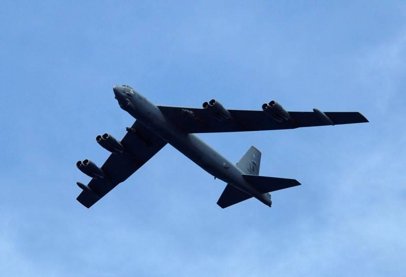 В США молния повредила стратегический бомбардировщик