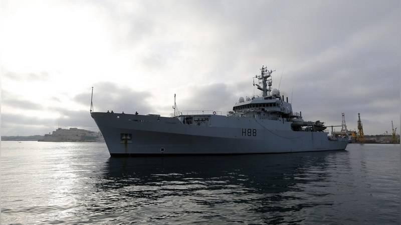 Британский военный корабль «подрезал» российское судно у берегов Турции