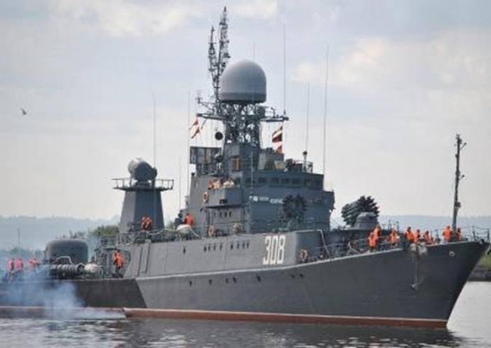 """Le MPK """"Kabardino-Balkaria"""" a mené des tirs d'artillerie sur une cible en mer"""