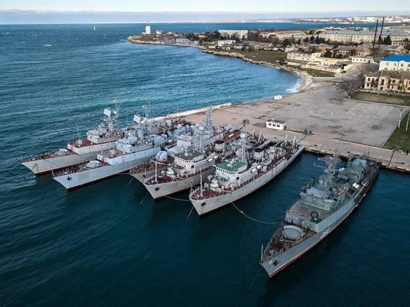 कीव ने क्रीमिया में छोड़े गए जहाजों की मरम्मत के लिए रूस से मांग की