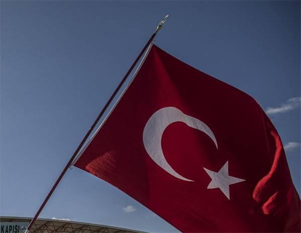 터키에서는 추락 한 군용 훈련 항공기