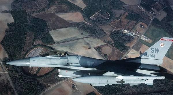 F-16 сбросил баки в непосредственной близости от рыболовецкой шхуны в Японии