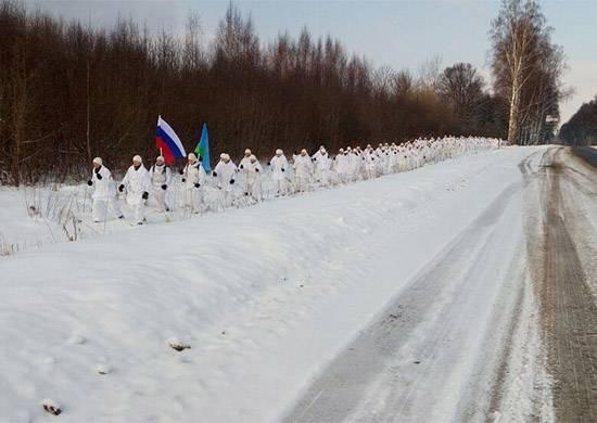 Десантники из РФ и Беларуси совершили встречный лыжный поход в честь столетия Красной Армии
