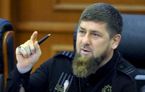 카디 로프 (Kadyrov)와 예브 로프 (Yevkurov)는 체첸 인과 잉구 쉬 (Ingush) 추방 기념일에 집회에 참가했다.