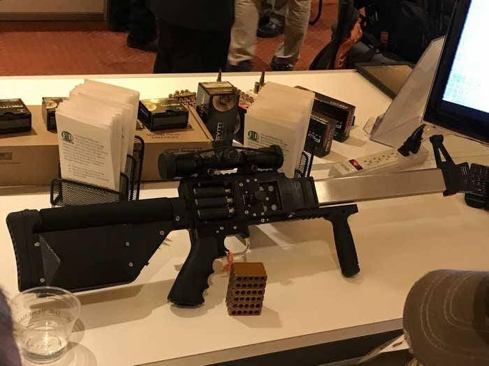 Nuevas armas 2018, el rifle FDM L5: la visión original de una munición sin mangas.