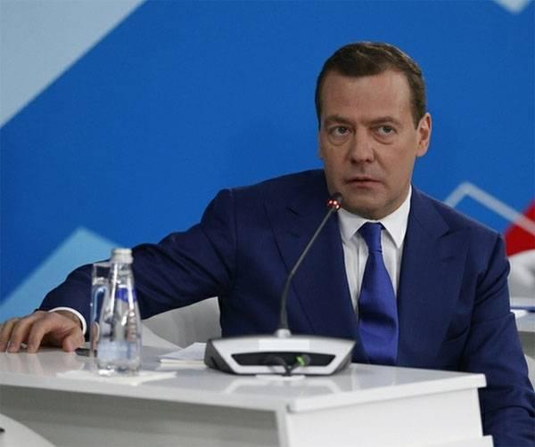 Медведев: Неформальная занятость граждан - большая проблема государства