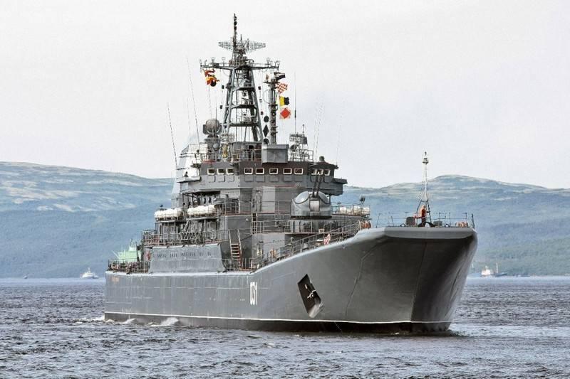 БДК «Александр Отраковский» провел учение в Норвежском море под присмотром НАТО