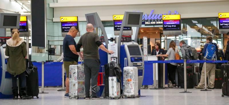 Обвиняемый в терроризме, грабежах и насилии сумел устроиться на работу в аэропорт Хитроу