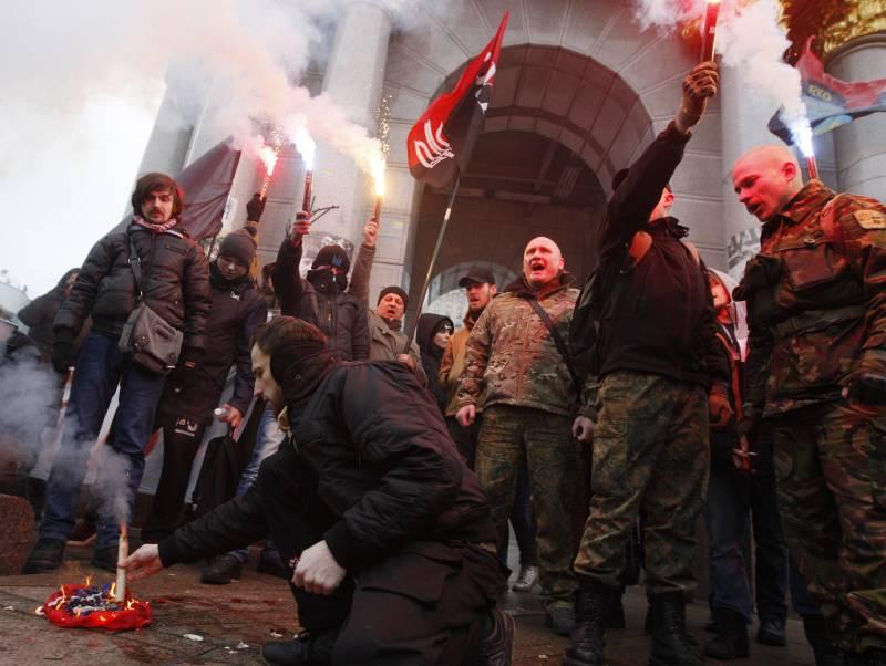 Лидер националистов пообещал и дальше «громить российские объекты в Киеве»