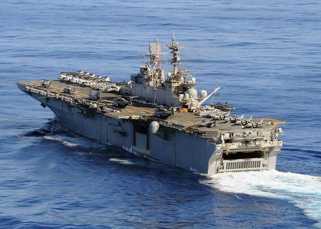 Un grupo de barcos de asalto anfibios de la Armada de los Estados Unidos ingresó en el Mar Mediterráneo.