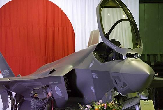 ВВС Японии официально приняли на вооружение первый истребитель F-35A