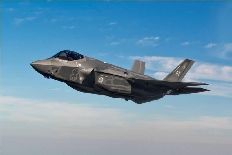"""В США предупредили, что могут """"не потянуть"""" затраты на F-35"""