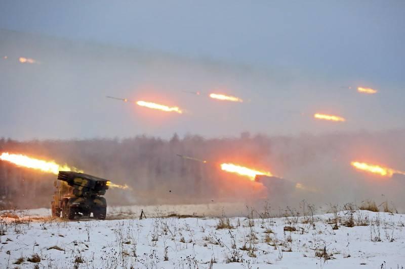 Rund um 2 wurden im Rahmen einer Übung Tausende von motorisierten Schützen in der Region Orenburg alarmiert