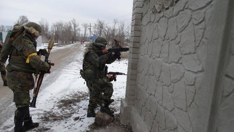 DPR Silahlı Kuvvetleri: Ukrayna Silahlı Kuvvetleri, Mariupol yakınlarındaki DPR savunma hattına saldırdı