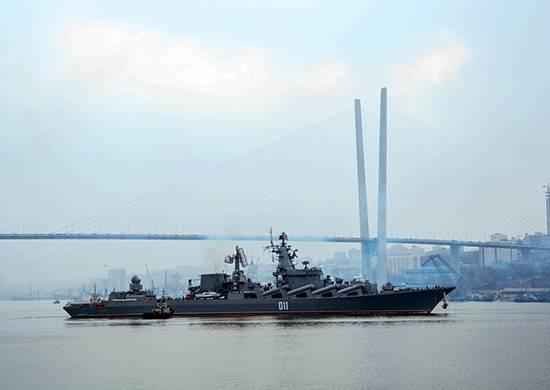 """Die Besatzung des Kreuzers """"Varyag"""" übte eine Reflexion des Angriffs auf das Schiff aus der Luft"""