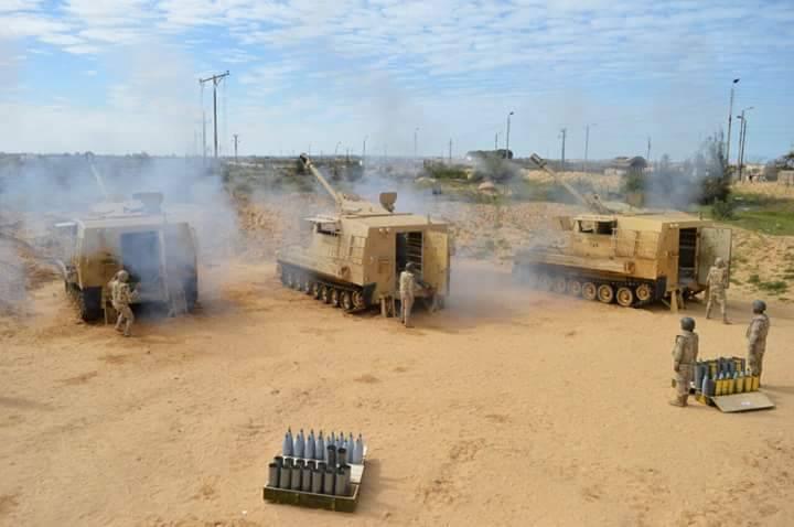 Am ägyptischen Sinai ist eine Mischung aus sowjetischer Haubitze und amerikanischen Selbstfahrwaffen beteiligt