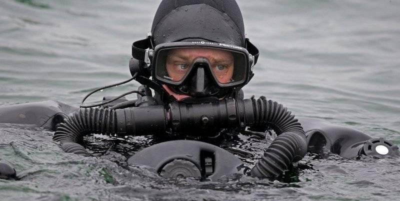 Os nadadores subaquáticos da Guarda Russa testaram o dispositivo de comunicação submarina