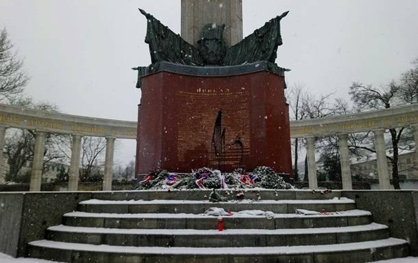 Monumento a los soldados soviéticos profanados en Viena