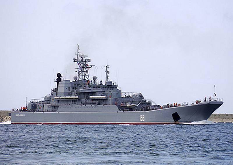 БДК «Цезарь Куников» выполнил артиллерийские стрельбы на морском десантном полигоне Опук