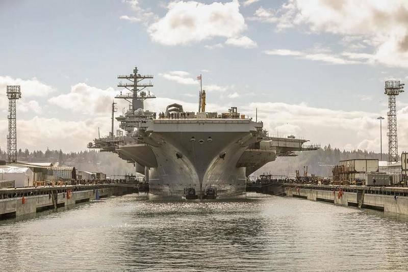 USS USS Nimitz (CVN 68) Flugzeugträger stieg zur Reparatur