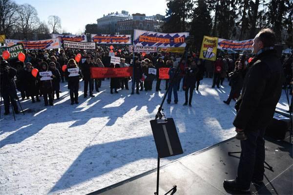 Raduno di massa a sostegno delle scuole russe in Lettonia