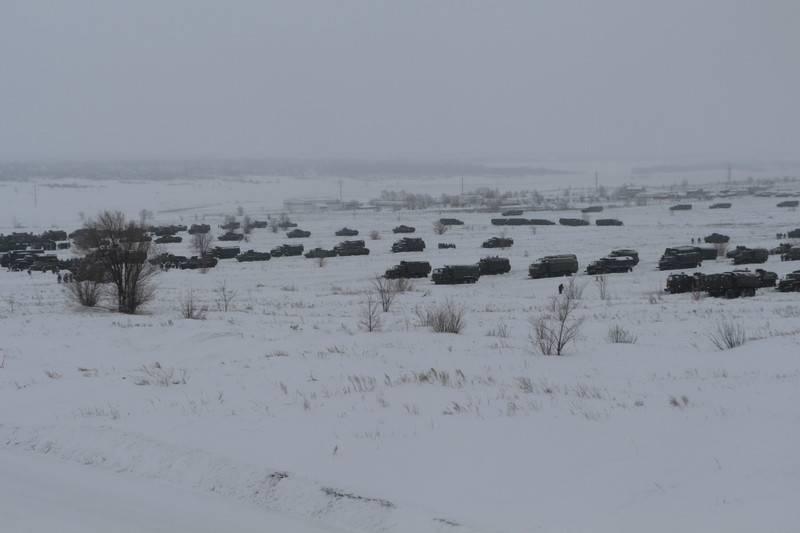 Une équipe de maintien de la paix distincte du district militaire central est alertée dans le cadre de l'exercice.