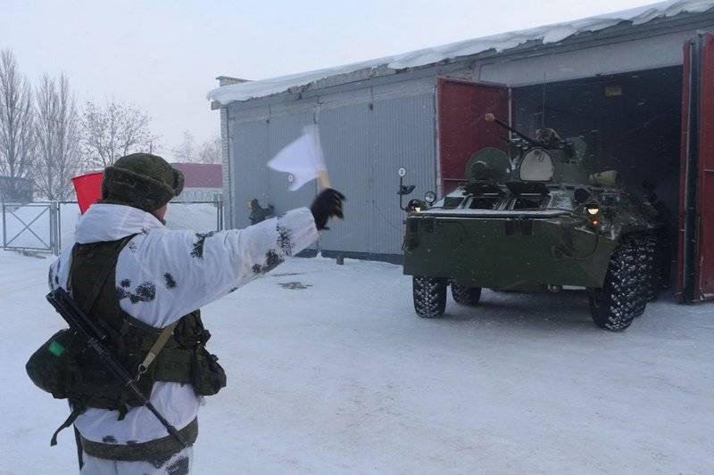 Parti dell'esercito combinato di armi del distretto militare occidentale sono sollevate per allarme