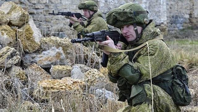 Бойцы ВДВ проводят учение в Крыму