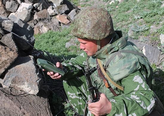 Yükseltilmiş Grot-M navigatörleri Kuzey Osetya'daki bir saha çıkışında kullanılır