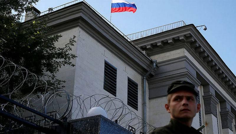Аваков: МВД Украины не пустит россиян в посольство и консульства для голосования