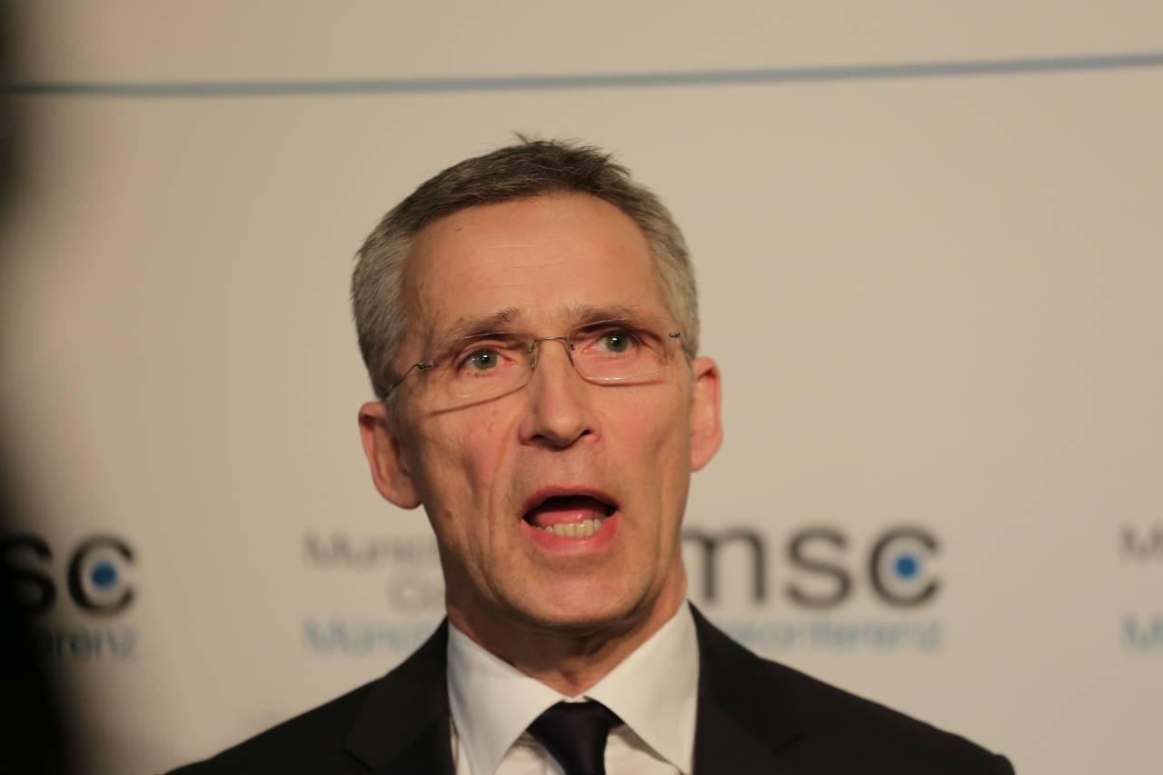 Столтенберг: НАТО усилит оборону ипересмотрит отношение кРФ
