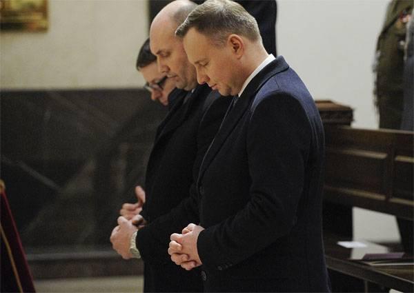"""폴란드는 러시아 외교관들에게 """"런던과의 연대로부터"""""""