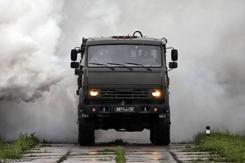 На учениях в ЦВО специалисты войск РХБ спрятали завод с помощью термодымовых машин