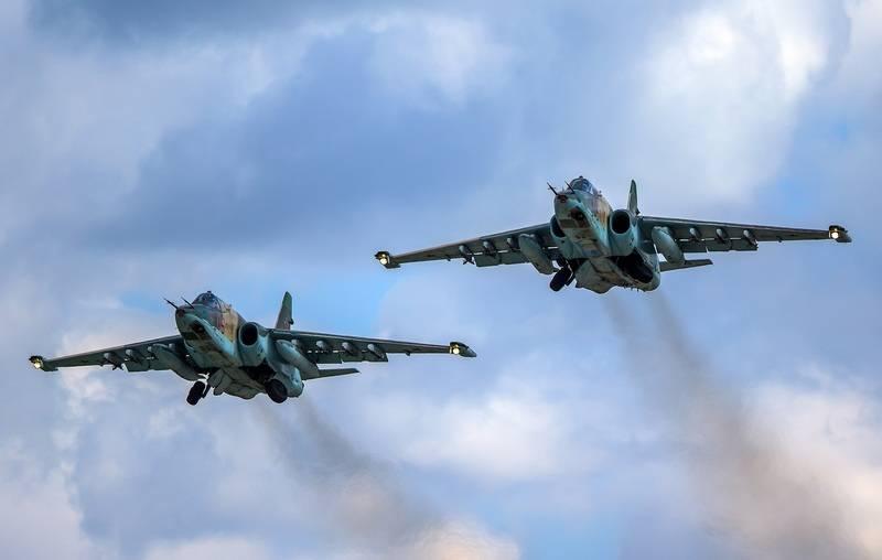 ロシアのSu-25CM攻撃機はTajik-Afghan国境付近で演習を実施しました