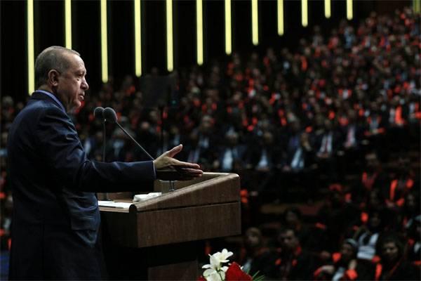एर्दोगन ने अमेरिका पर सीरिया में अवैध सशस्त्र समूहों का समर्थन करने का आरोप लगाया