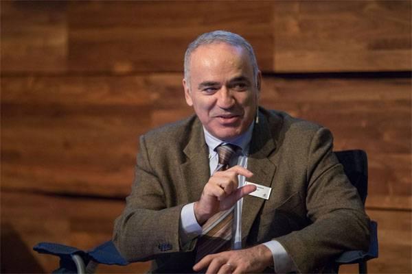 Kasparov: Il mondo libero dovrebbe sostenere gli oligarchi russi nella lotta contro Putin