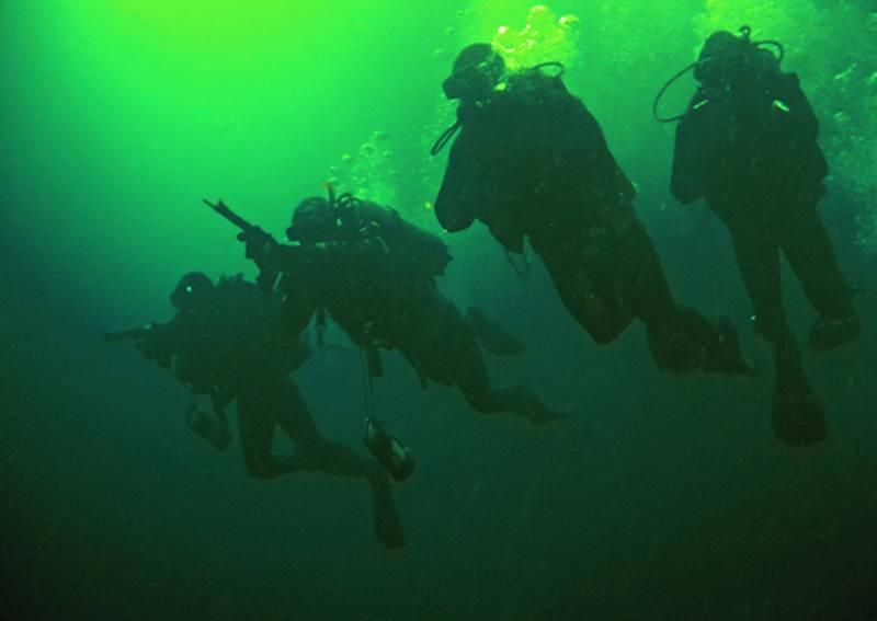 Insegnamenti di forze speciali marittime per la difesa antisabotaggio tenute nel Mar Caspio