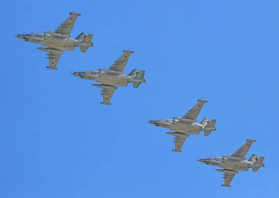 Gli aerei d'assalto della difesa aerea hanno distrutto un finto convoglio nemico