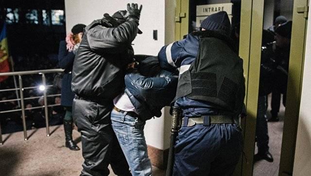 키시 나우에서는 시위자들 가운데 2 명의 도발자가 확인됐다.