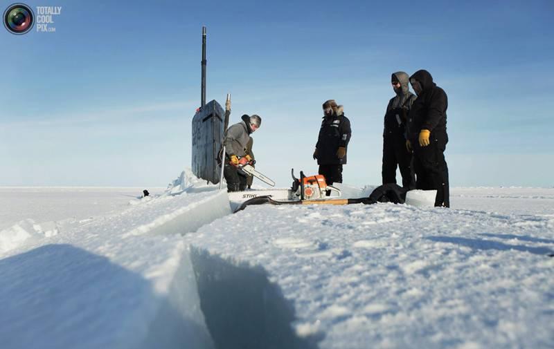 ВАрктике русские самолеты обнаружили подлодки НАТО