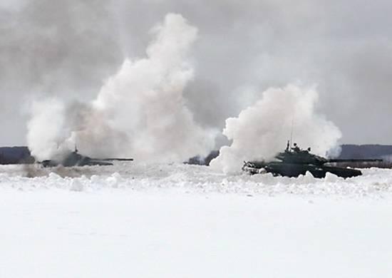 러시아 연방 군부 두 군대가 경보를 울렸다.