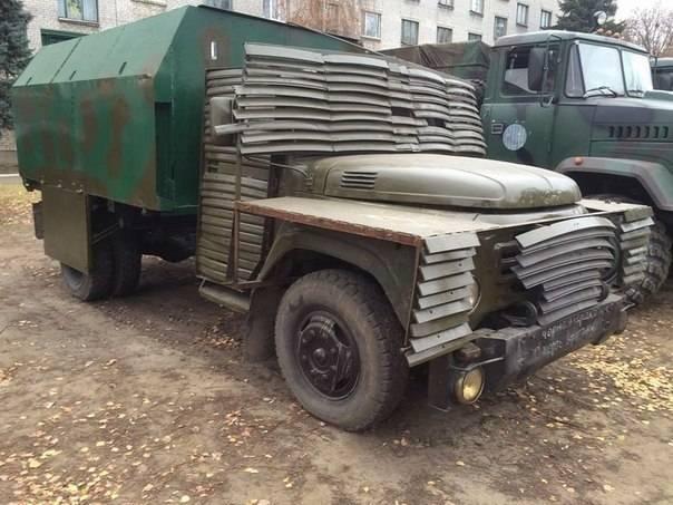 In der Nähe von Schytomyr entdeckte Dutzende von gepanzerten Fahrzeugen und Autos, die von den Streitkräften der Ukraine gestohlen wurden