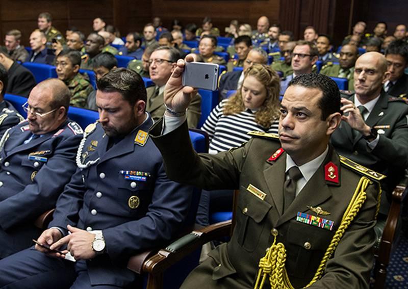 Bondarev tenne un briefing con attaccanti militari di paesi stranieri