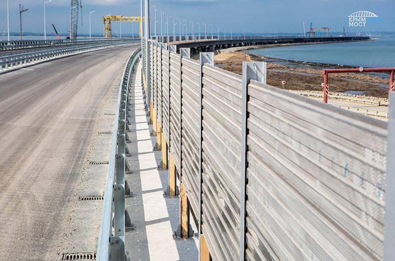 Die Installation von Lärmschutzwänden auf der Krimbrücke hat begonnen